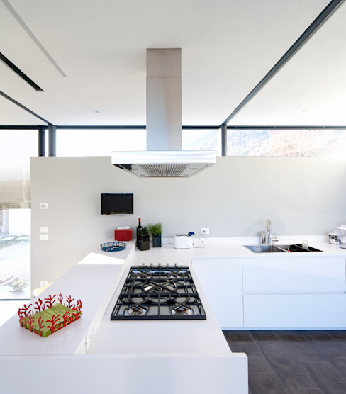 The work corner of the kitchen di SARA DALLA SERRA ARCHITETTO Rurale