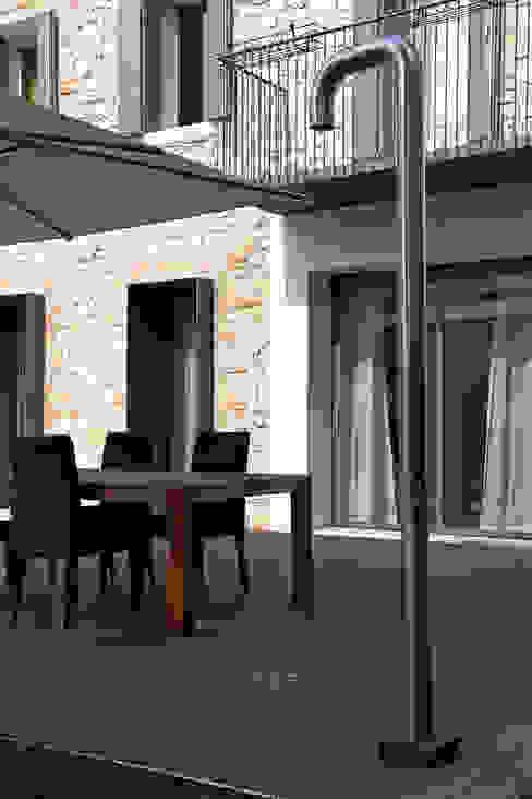 Country style balcony, veranda & terrace by SARA DALLA SERRA ARCHITETTO Country