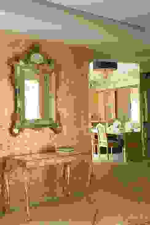 Холл перед кухней: Коридор и прихожая в . Автор – Галерея Фрейман, Средиземноморский