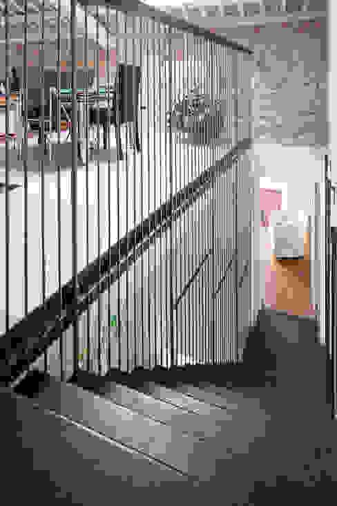 Iron railing di SARA DALLA SERRA ARCHITETTO Moderno