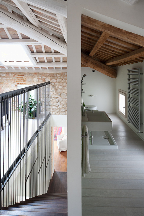 JBHouse di SARA DALLA SERRA ARCHITETTO Moderno