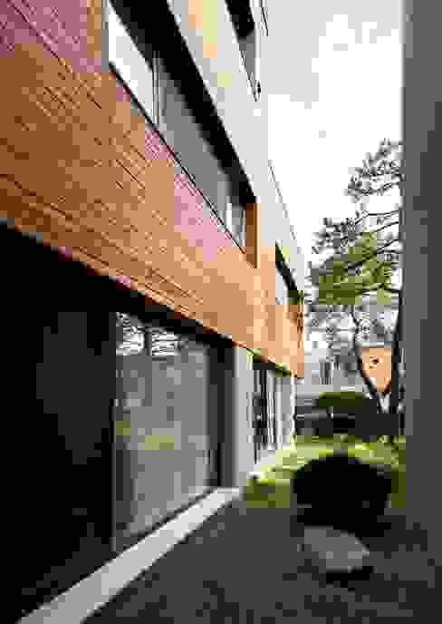 Terrazas de estilo  por (주)단우에이앤에이 건축사사무소, Moderno