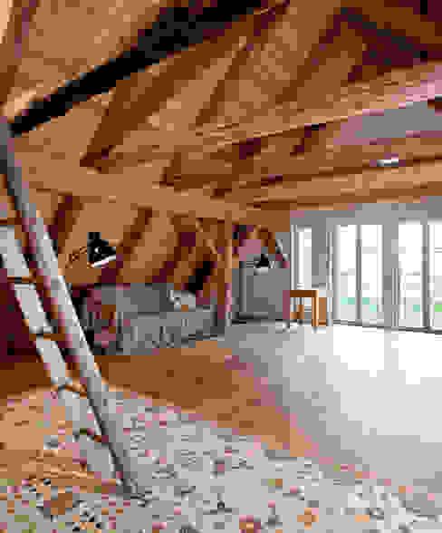 Dachboden/Musikraum Arbeitszimmer im Landhausstil von WOF-Planungsgemeinschaft Landhaus