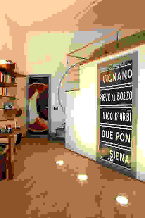 Vecchio casolare Camera da letto moderna di Simone Grazzini Moderno