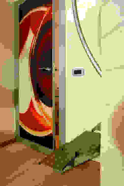 Vecchio casolare Ingresso, Corridoio & Scale in stile moderno di Simone Grazzini Moderno