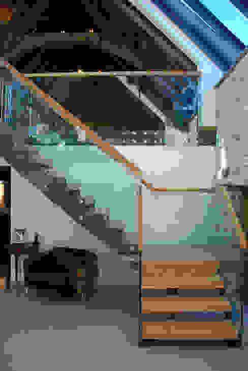 Maer Barn, Bude, Cornwall Moderne gangen, hallen & trappenhuizen van The Bazeley Partnership Modern