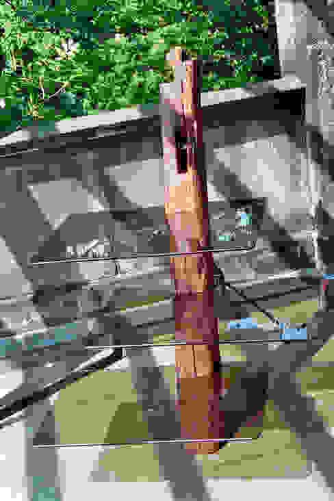 Altholzregal mit Glas von Tischlerei RMD Rustikales Möbeldesign Ausgefallen
