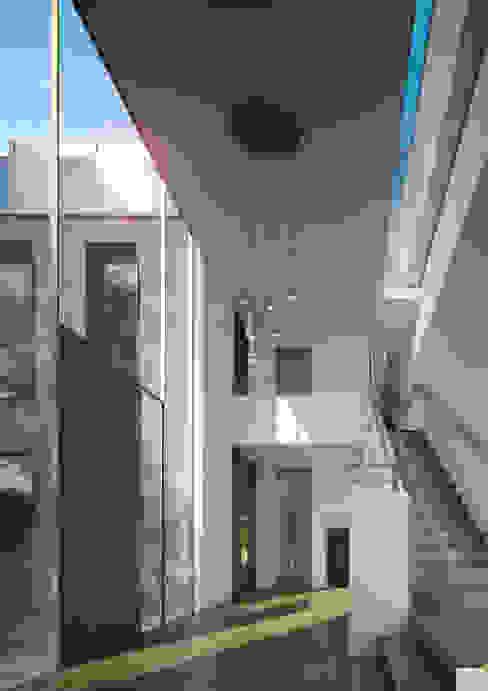 Donau 14 Klassischer Flur, Diele & Treppenhaus von Andreas Beier Architektenteam Klassisch