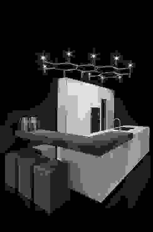 One - Corian Kitchen Cucina moderna di Ri.fra mobili s.r.l. Moderno