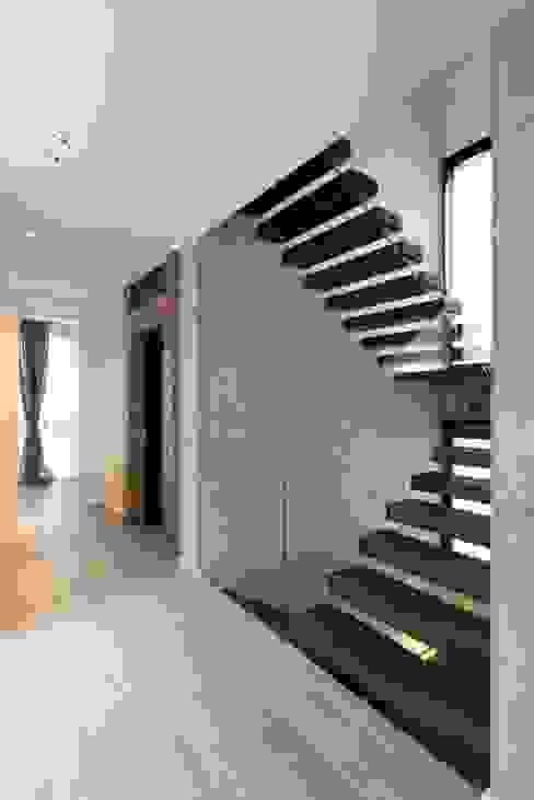 Cantilever stairs - Scala di design a sbalzo Interbau Case in stile minimalista