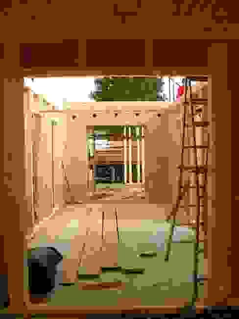Montage Holzbau Erdgeschoß Arbeitszimmer im Landhausstil von arieltecture Gesellschaft von Architekten mbH BDA Landhaus