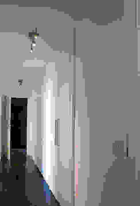 Gaia Brunello | in-photo Corridor, hallway & stairsStorage