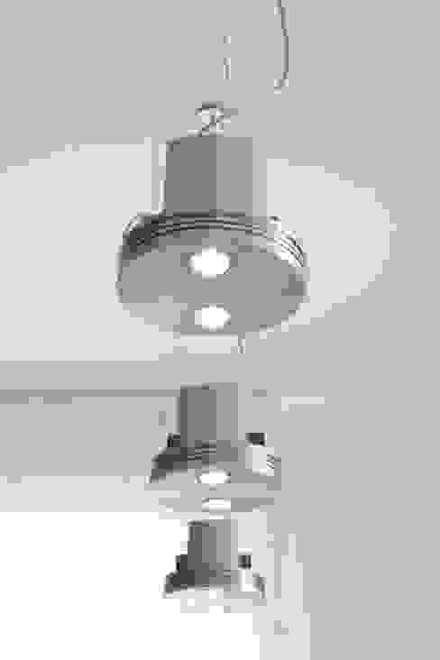 dettaglio illuminazione pranzo:  in stile industriale di Gaia Brunello   in-photo, Industrial