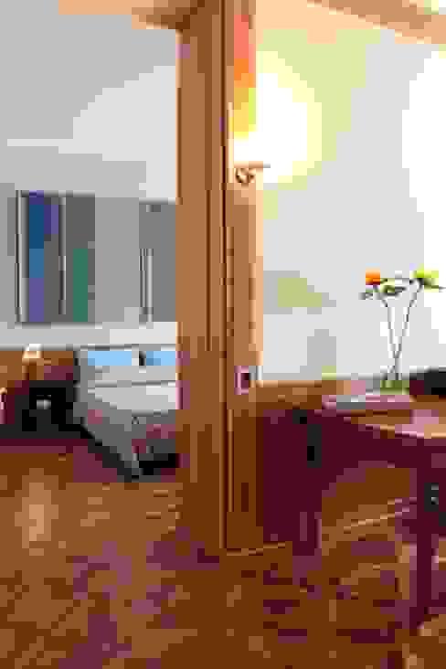 camera - scorcio Camera da letto moderna di Gaia Brunello   in-photo Moderno