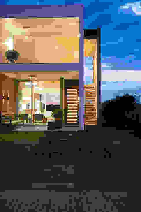 Casas estilo moderno: ideas, arquitectura e imágenes de SBARDELOTTO ARQUITETURA Moderno