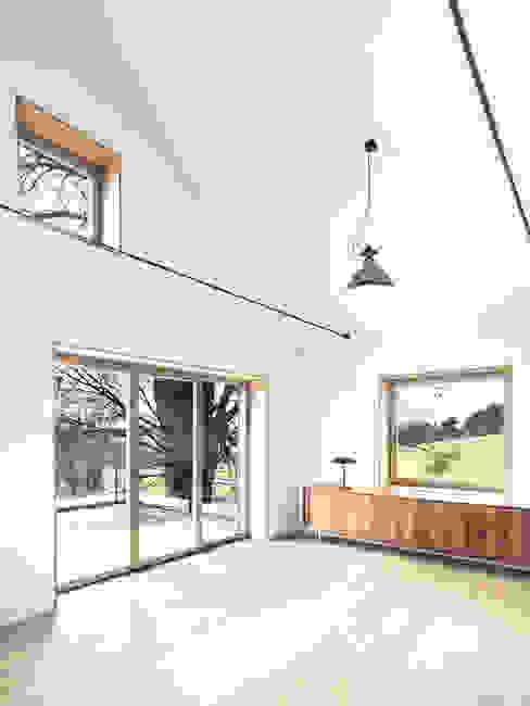 LASSEHAUS Moderne Arbeitszimmer von Spandri Wiedemann Architekten Modern Holz Holznachbildung