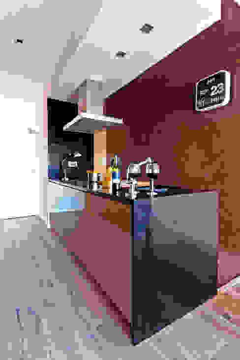 Apartamento turístico RBLA. CATALUNYA - Una espacio para disfrutar Cocinas de estilo moderno de homify Moderno