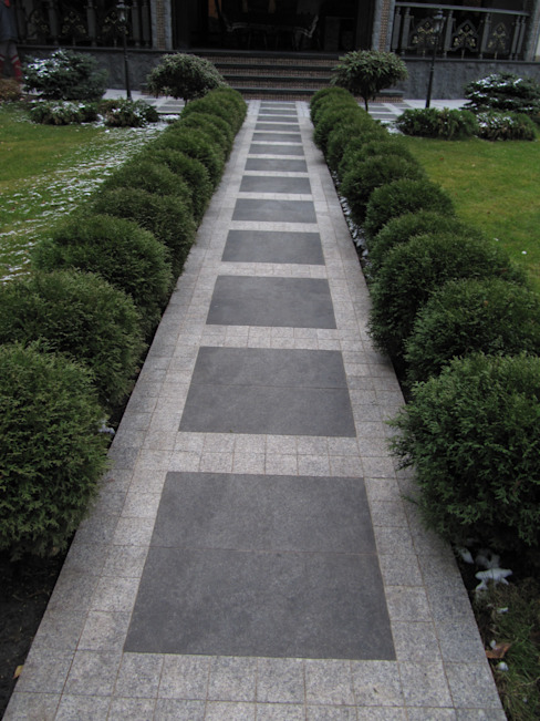 Загородный дом Сад в классическом стиле от Leonid Voronin Architect Классический