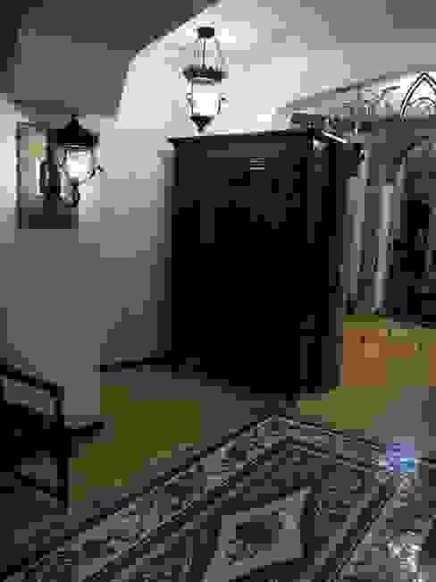 Couloir, entrée, escaliers classiques par Leonid Voronin Architect Classique