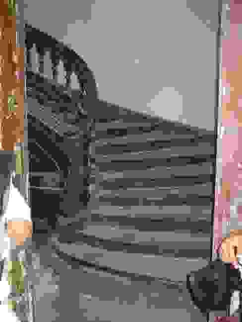 Treppenhaus vor der Restaurierung von Atelier von Wecus