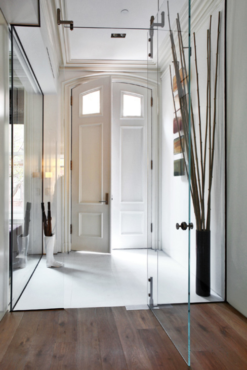 Modern Corridor, Hallway and Staircase by homify Modern