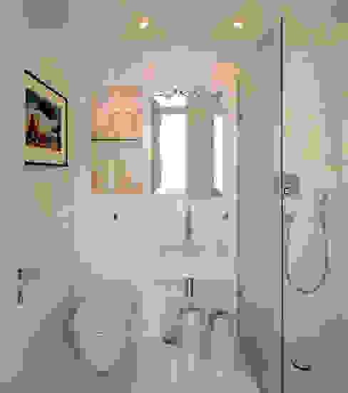 Bathroom Modern bathroom by TG Studio Modern