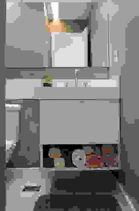 Baños de estilo  de Paula Werneck Arquitetura