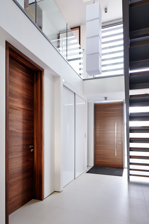 Gallery Modern corridor, hallway & stairs by Urban Front Modern