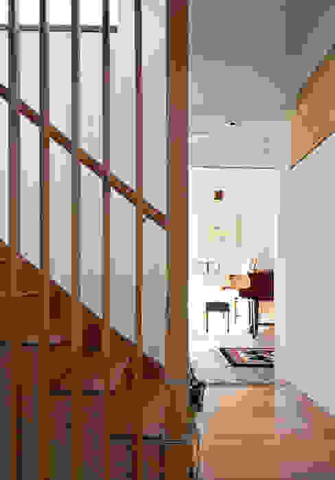 Cavendish Nowoczesny korytarz, przedpokój i schody od Mole Architects Nowoczesny