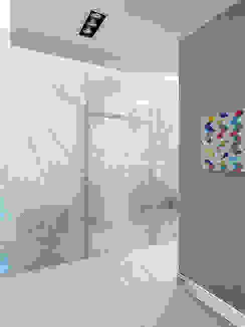 Eclectic style corridor, hallway & stairs by Дизайн студия Александра Скирды ВЕРСАЛЬПРОЕКТ Eclectic