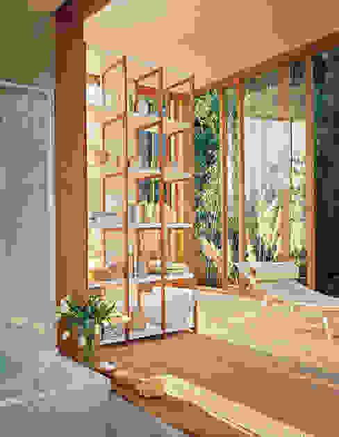 SOLAIO Bookshelves HORM.IT Ruang Keluarga Modern