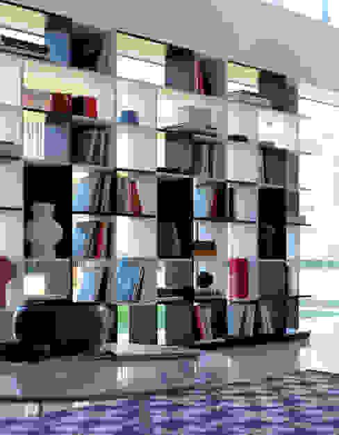 Librerie di design e divisori Soggiorno moderno di HORM.IT Moderno