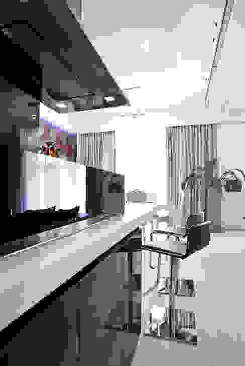 Modern Kitchen by KLIFF DESIGN Modern
