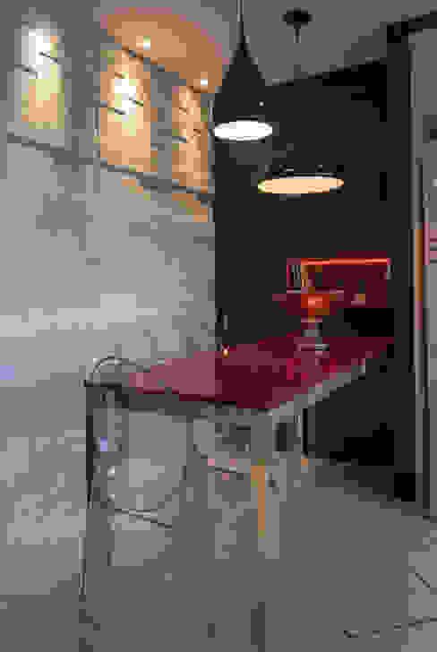 Cor à cozinha! por Craft-Espaço de Arquitetura Moderno