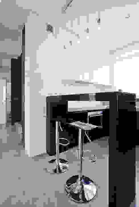 Apartament Orange Nowoczesna kuchnia od KLIFF DESIGN Nowoczesny