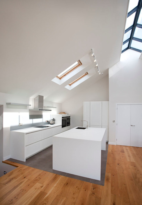 Grey Roofs, Crackington Haven, Cornwall Modern kitchen by The Bazeley Partnership Modern