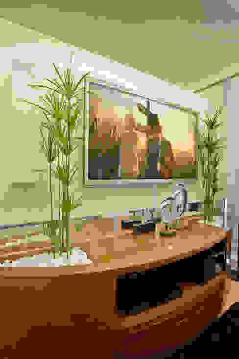 Salas de entretenimiento de estilo moderno de Designer de Interiores e Paisagista Iara Kílaris Moderno