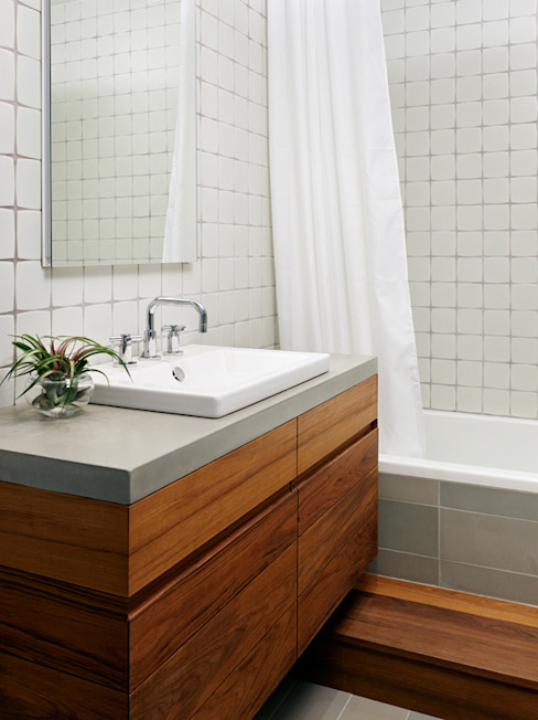 Sharon Street Modern bathroom by General Assembly Modern
