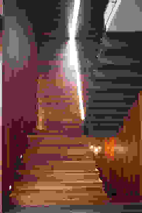 Casa Rinconada. Pasillos, vestíbulos y escaleras minimalistas de Echauri Morales Arquitectos Minimalista