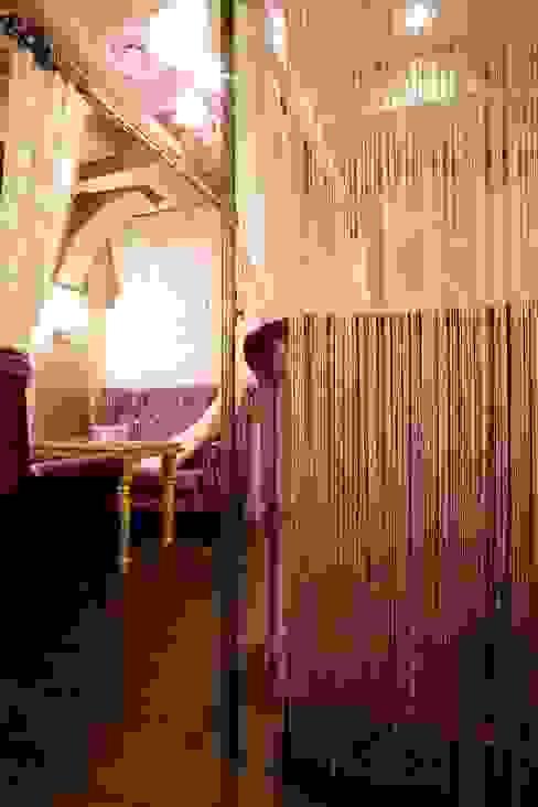 공주가가는 궁전같은 카페 클래식스타일 미디어 룸 by (주)유이디자인 클래식