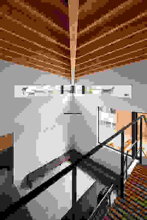 階段:  井上久実設計室が手掛けた廊下 & 玄関です。,オリジナル