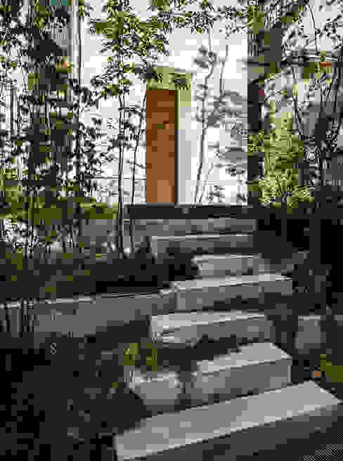 Jardins modernos por 株式会社seki.design Moderno