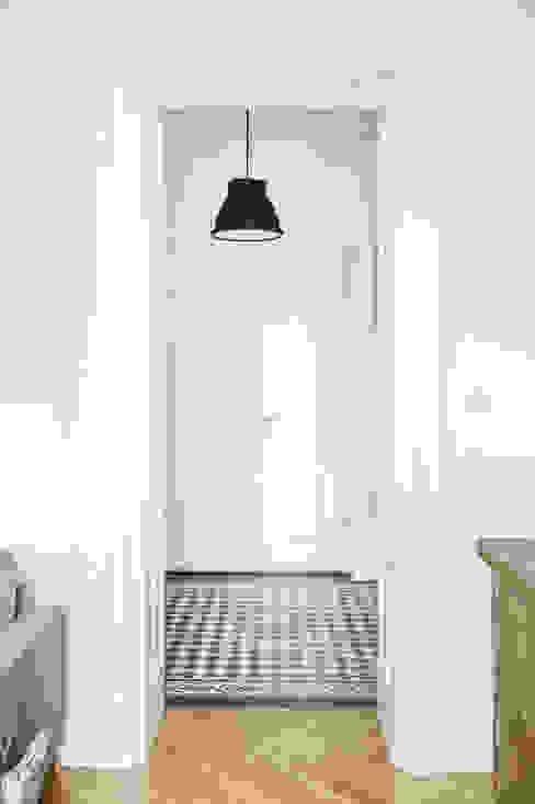Francja na Powiślu: styl , w kategorii Korytarz, przedpokój zaprojektowany przez EG Projekt,Skandynawski