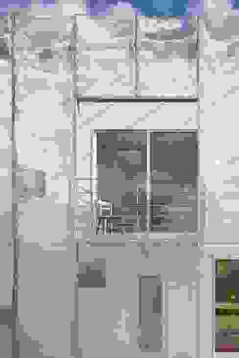 MoyaMoya モダンデザインの テラス の studio PHENOMENON モダン