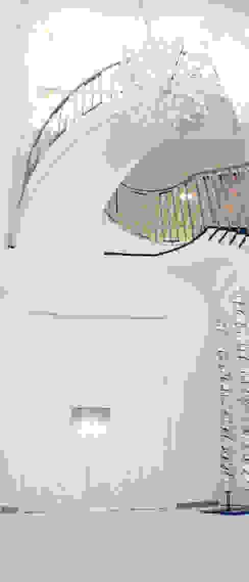 entreehal woning Noord-Holland Moderne gangen, hallen & trappenhuizen van AVEM Architecten Modern