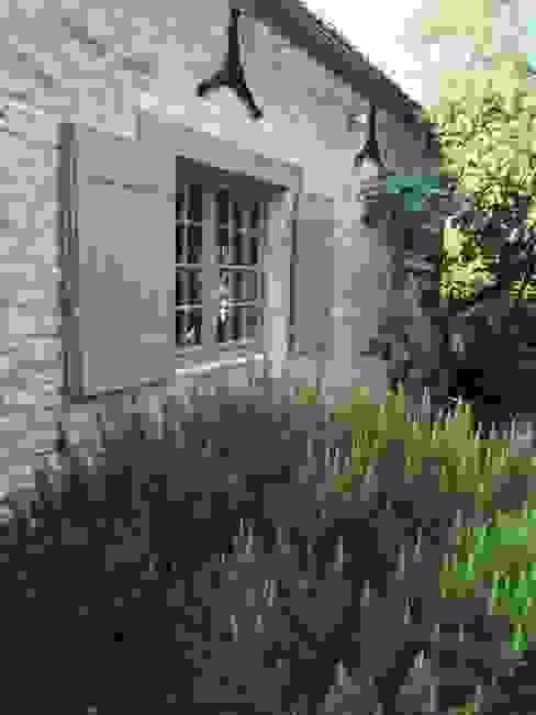 CAMPAGNE CHIC MAISON DE FAMILLE Jardin rural par INSIDE-DECO-TENDANCE Rural