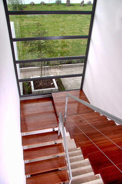 Casa RDM45: Pasillos y recibidores de estilo  por VG+VM Arquitectos, Moderno