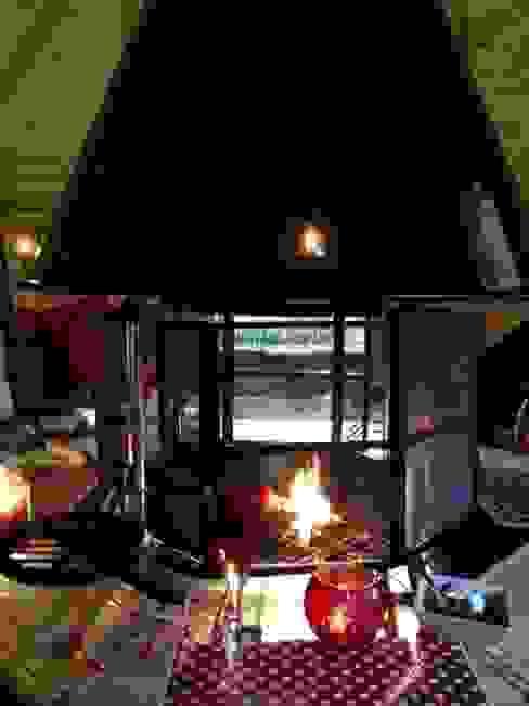 A tall spark guard around this fire. Scandinavian style garden by Arctic Cabins Scandinavian