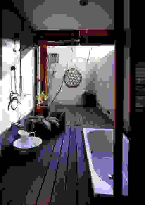 井上洋介建築研究所 Baños de estilo moderno