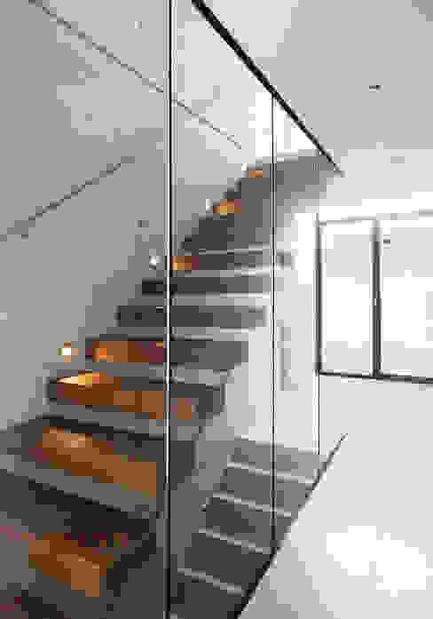 unlimited architekten  |  neumann + rodriguez의  복도 & 현관, 모던